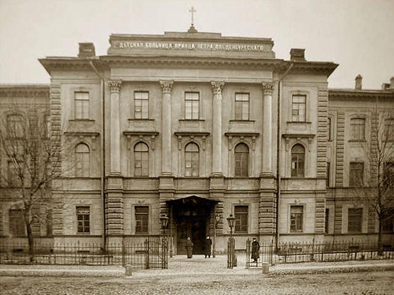 La façade principale du bâtiment de l'hôpital pédiatrique du prince PG Oldenburg (hôpital Rauhfus) Photo de K. K. Bulla. 1912.